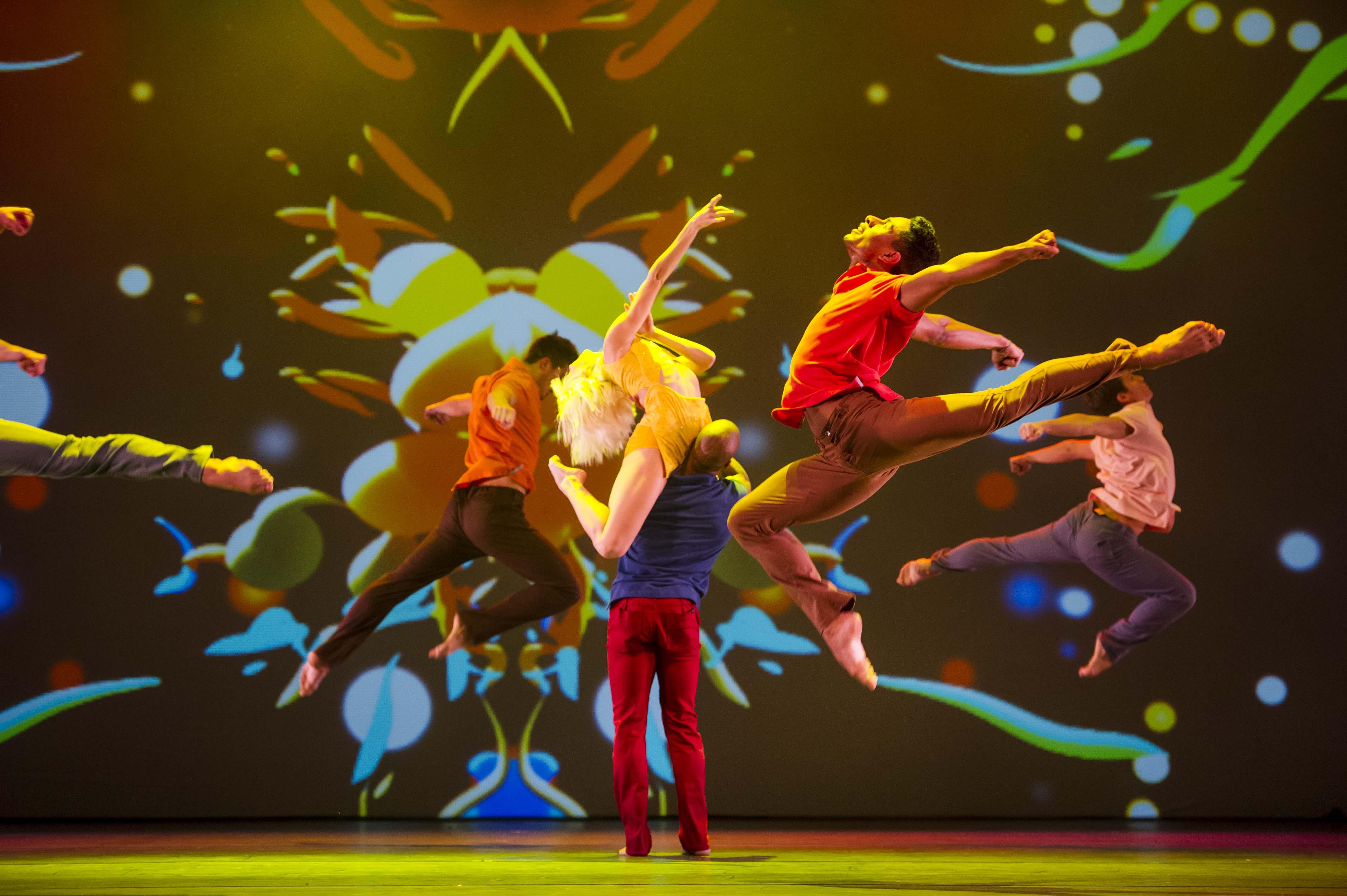 """Das Ensemble am 04. Januar 2013 waehrend einer Probe zu der Tanzshow """"ROCK THE BALLET"""" Starring BAD BOYS OF DANCE - Die neue Show 2013' des amerikanischen Tänzers und Choreographen Rasta Thomas. Die Premiere ist am 05.01.2013 auf Kampnagel in Hamburg. © Oliver Fantitsch, PF 201723, D-20207 HH, Deutschland, Tel: 040/562448, Tel: 0163/5405849, oliver@fantitsch.de"""